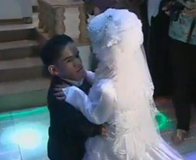 اقصر عروسين يودعان العزوبية أحبابهما